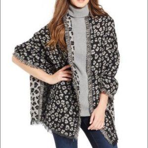LIKE NEW Steve Madden Leopard Blanket Scarf Wrap